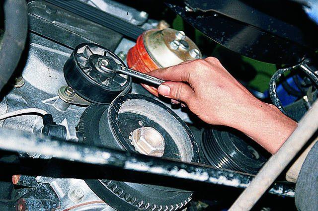 Замена ремня на двигателе Cummins